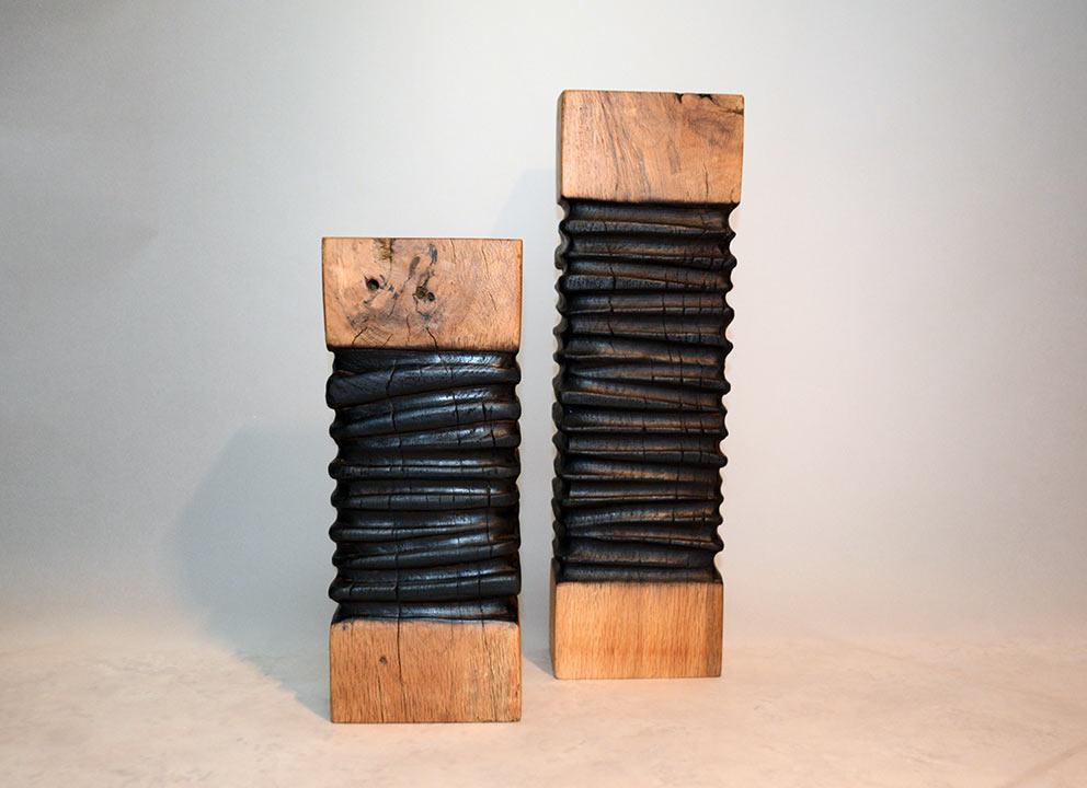 sculpture-bois-totem-bruler-bicolore1