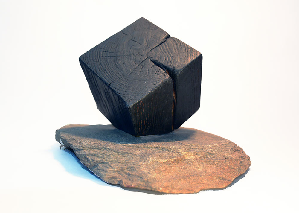 sculpture-chene-bruler-cube-granite-abstrait2
