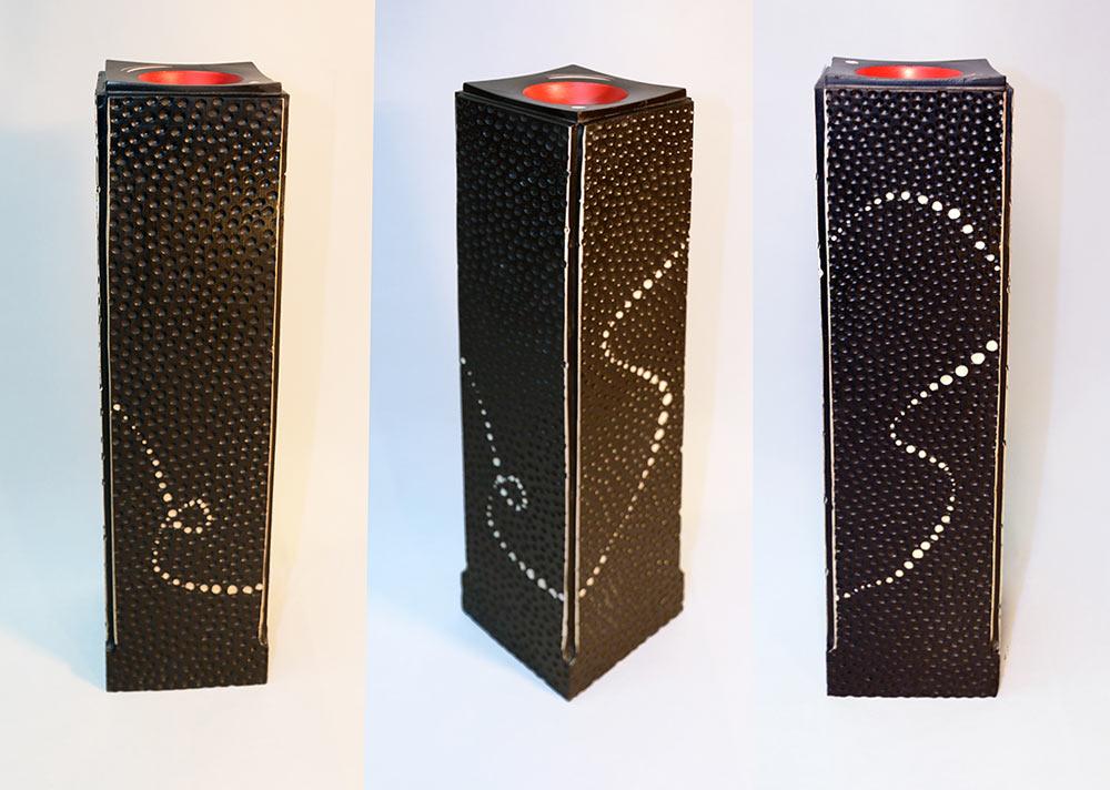 sculpture-sycomore-texture-laque-noire-rouge-pointillisme-totem1