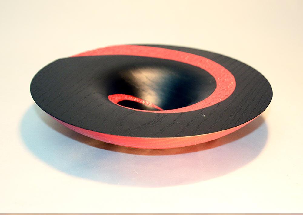 tournage-bol-sycomore-laque-noire-rouge-spirale-texture1