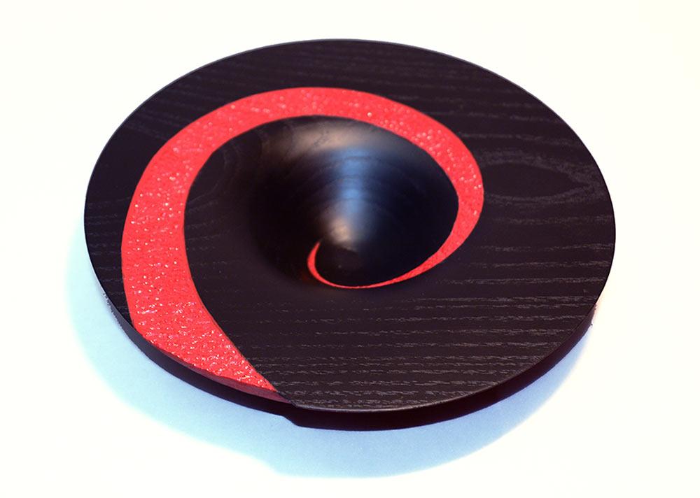 tournage-bol-sycomore-laque-noire-rouge-spirale-texture2