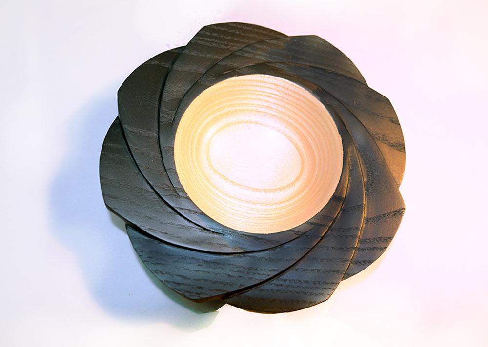 tournage-bol-sycomore-sculpture-rosace-laque-noire1